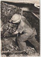 MINES LA MINE EN ACTIVITÉ TRAVAIL AU MARTEAU PIQUEUR A FRONT DE TAILLE - Mineral