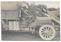 CARTE PHOTO CAMION  POILU  1914 1918 - Matériel