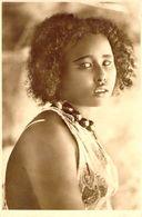 CARTE PHOTO AFRIQUE / TYPE / JEUNE FEMME - Cartoline