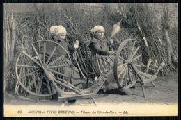 BRETAGNE - Moeurs Et Types Bretons -  Fileuses Des Côtes-du-Nord. ( Ed. LL. Nº 90) Carte Postale - Vestuarios