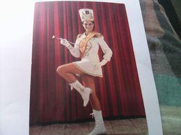 CARTE POSTALE MAJORETTES  LES LUCIOLES VALENCE MARYVONE BERNA CAPITAINE MISS 1969 - Musique