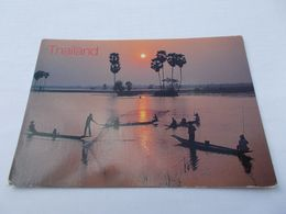 CATCHING FISH IN  THAILAND ( THAILANDE ) PECHE DE NUIT EN BARQUE  VOYAGEE 2006 - Thaïlande