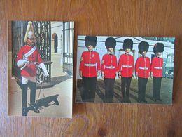 Lot De 2 Cartes Postales     Folklore D'Angleterre     Garde Royale - Vestuarios