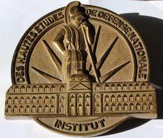 Institut Des Hautes études De Défense Nationale IHEDN Grande Médaille Tape De Bouche En Bronze - Militair