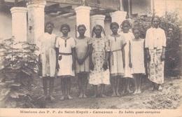 CAMEROUN / MISSIONS Des P.P. Du SAINT ESPRIT - EN HABITS QUASI-EUROPEENS - Cameroun