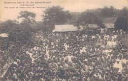 CAMEROUN / MISSIONS Des P.P. Du SAINT ESPRIT - UNE SORTIE DE MESSE (côté DES HOMMES) - Cameroun