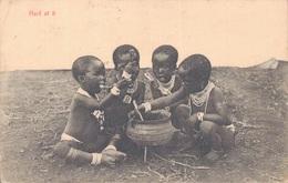 AFRIQUE DU SUD / HARD AT IT - LE REPAS DES ENFANTS - Südafrika
