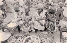 MALI - SCENE DE MARCHE AFRICAIN (avec PHILATELIE POISSON) - Mali