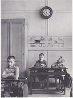 LA PENDULE  Paris 1957 - Doisneau