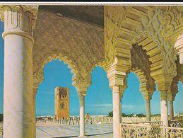 Carte Postale. Maroc. Rabat. Mausolée Mohamed V. Portique En Marbre Du Musée. Tour Hassan. Etat Moyen. - Monumentos