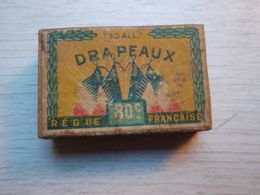 """Ancienne Boîte  D'allumettes """" 30 All """" DRAPEAUX Régie Française - Schnupftabakdosen (leer)"""