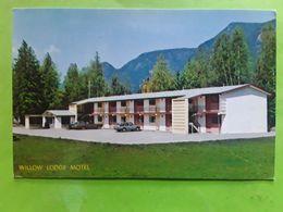 WILLOW LODGE HOTEL, Highway No 1 & 97 A, SICAMOUS, British Columbia B C CANADA, TB - Colombie Britannique