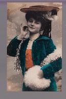 CPA FANTAISIE - Joli Portrait De Femme Avec Chapeau Et Manchon Bonne Année - Frauen