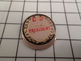 210 Pin's Pins / Beau Et Rare / THEME : ALIMENTATION / FROMAGE CAMEMBERT PRESIDENT - Alimentation