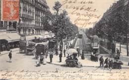 75 - PARIS 18 ème - Le Boulevard Rochechouart Et Le Métropolitain ( Métro Attelages Vendeurs Ambulants ) CPA - Seine - Arrondissement: 18