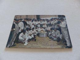 120 - CPA , Chasseurs à Pied, L'Epluchage Des Pommes - Barracks