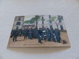 123 - CPA , Chasseurs à Pied, Départ De Permissionnaires - Barracks