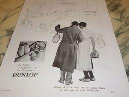 ANCIENNE PUBLICITE LES BALLES LA RAQUETTE ET CHAUSSURE DUNLOP 1933 - Tennis