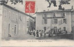 04 - CERESTE Place De La République Animée écrite Timbrée - Autres Communes