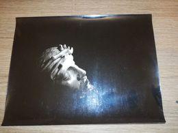 PHOTO ARTISTIQUE CRUCIFIX TETE JESUS NOIR ET BLANC CIRCA 1960 18 X 24 CM - Objets