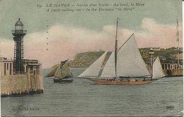 X123898 SEINE MARITIME LE HAVRE SORTIE D' UN YACHT AU FOND LA HEVE PHARE LIGHT HOUSE LIGHTHOUSE FARO - Le Havre
