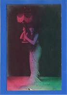 FEMMES - Femme Portant Une Lampe, Effet Sur Papier Radium Brom - Femmes