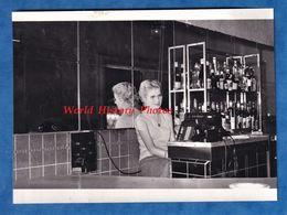 Photo Ancienne Snapshot - DAKAR ( Sénégal ) - Bar Du Restaurant Central - 10 Avril 1960 - Fille Téléphone Comptoir - Africa