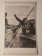 Photo Vintage Par V. Gailis. Original. Pelle Creuse Dans La Rivière. L'URSS. Lettonie - Coches