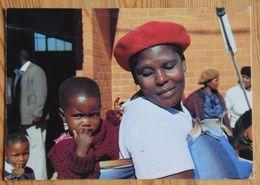 Femme Africaine Et Son Enfant - Carte Double Des Pères Blancs - Strasbourg - Citation De Jean-Paul II  2 - (n°18062) - Postcards