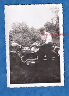 Photo Ancienne Snapshot - Beau Portrait D'un Homme & Sa Fille Sur Une Moto TERROT - Modèle à Identifier - Enfant - Coches