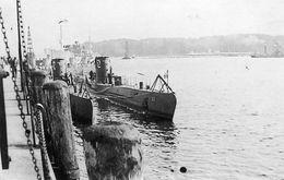 Photo De Deux U-BOAT Allemand Le 47 Et Le 52 Amarrer A Quai En 39-45 - Guerre, Militaire