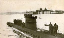Photo D'un U-BOAT Allemand Avec Sont équipage Sur Le Pont Rentrant Au Port En 39-45 - Guerre, Militaire