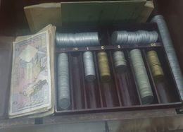Caisse Historique Avec Argent Et Billets Franc Francais De 1954 A 1966 - Autres Collections