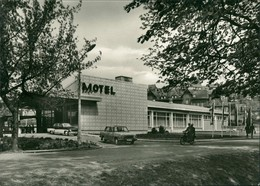 Ansichtskarte Quedlinburg Motel, Autos Und Mopedfahrer DDR Postkarte 1972 - Germania