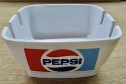 CENDRIER PEPSI / P.55 MEBEL MADE IN ITALY EN PLASTIQUE - Ceniceros