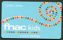CARTE CADEAU FNAC Pour Les  KIDS  -TRES BON ETAT -REF 4x0-FNAC ENF-img-702G - Cartes Cadeaux