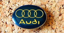 Pin's AUDI Logo Bleu Verni époxy Fabricant Inconnu - Audi