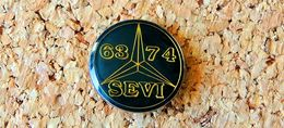 Pin's MERCEDES Logo 63 74 SEVI Diamètre 20mm Verni époxy Fabricant Inconnu - Mercedes