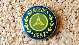 Pin's MERCEDES BENZ Grand Logo Diamètre 25mm Verni époxy Fabricant Inconnu - Mercedes