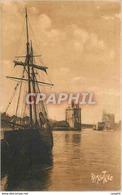 CPA La Rochelle Sortie Du Port Bateau Voilier - La Rochelle