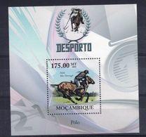 MOZAMBIQUE   Timbre Neuf  ** De 2010  ( Ref 6977 ) Sport Hippique - Chevaux - Polo - Mozambique