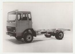 Persfotokaart UE 74-40: DAF Trucks Eindhoven DAF F700-F900 Serie - Camions