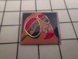415b Pin's Pins / Beau Et Rare / THEME : BOISSONS / FEMME LUNETTES DE SOLEIL PEPSI-COLA - Boissons
