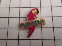 415b Pin's Pins / Beau Et Rare / THEME : ANIMAUX / OISEAU EXOTIQUE PERROQUET MULTICOLORE RUBATEX - Animaux