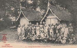 LAOS  -  Groupe De Bonzillons à Luang-Prabang   -- Cliché Raquez - Laos