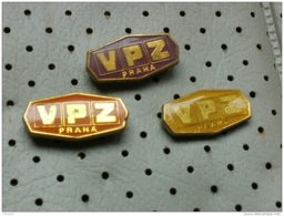 Badge Z-40 - VPZ PRAHA - 3 Pins - Pin's