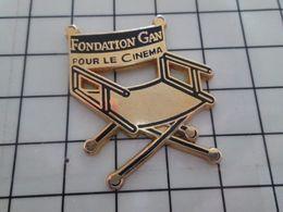 415c Pin's Pins / Beau Et Rare / THEME : CINEMA / CHAISE EN TOILE FONDATION GAN POUR LE CINEMA TIRAGE 500 Ex - Cine