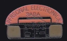 65872-Pin's.Personal Electronics Saba.Radio. - Marcas Registradas