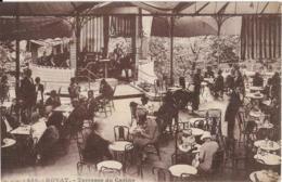 D63 - ROYAT - TERRASSE DU CASINO - Nombreuses Personnes En Terrasse - Musiciens Dans Le Kiosque - Carte Sépia - Royat