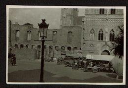 1933 - Petite Photo - 8 Cm X 5 Cm -Ypres / Ieper - Marché - Voir Scan - Luoghi